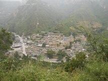 山から見下ろした村の全景