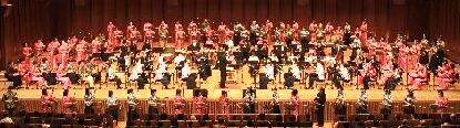 友好を奏で心いやした二胡演奏祭  1,500人を超す感動の渦